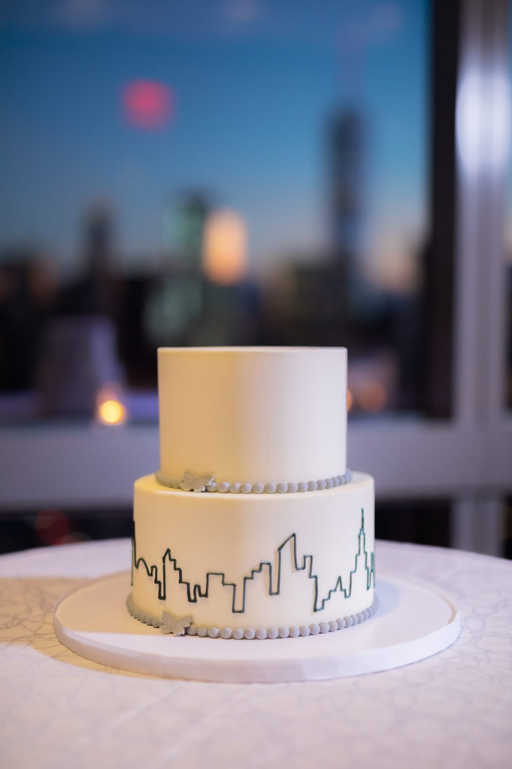 wedding cake with New York City skyline