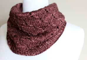 Honeycomb Eyelet Cowl closeup