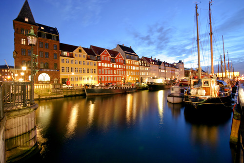 Nyhavn-is-a-colourful-17th-century-waterfront-65006059_500