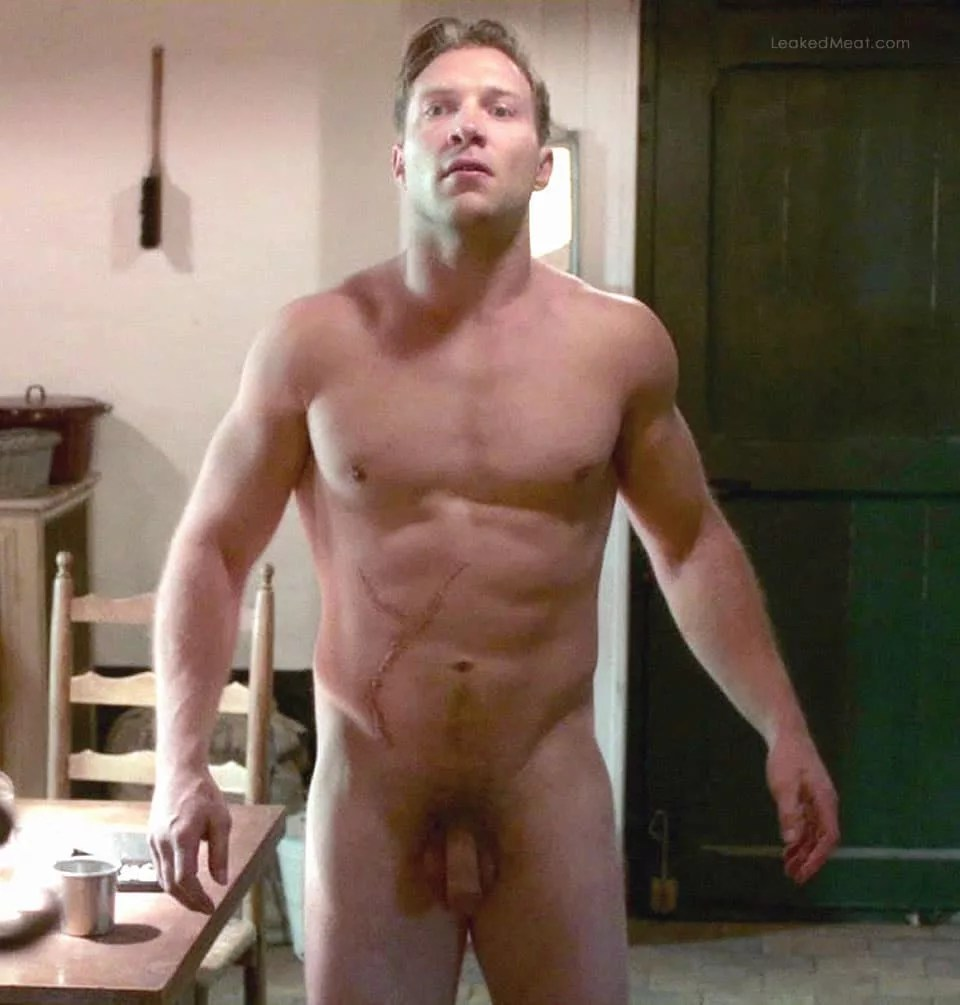 Watch Online    Watch Hot Actor Jai Courtney Get Naked – So Yummy!