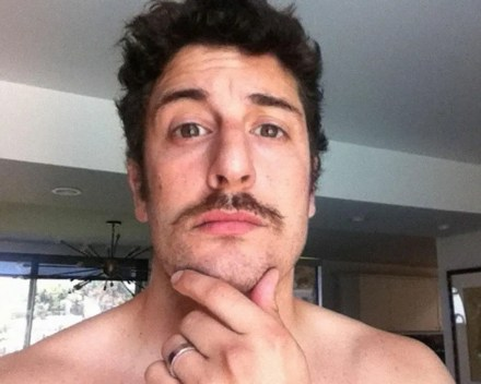 Watch Online    Jason Biggs Nude — His Ass, Cock n' Balls Exposed (Pics & Video)