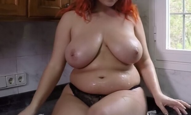 Watch Online Latest BBW Lucy Collett Showing Off Her Oily Tits And More In The Kitchen – Celebs News