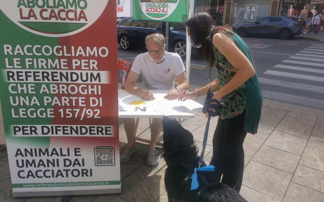 LEAL PER L'ABOLIZIONE DELLA CACCIA RACCOLTA FIRME A MILANO