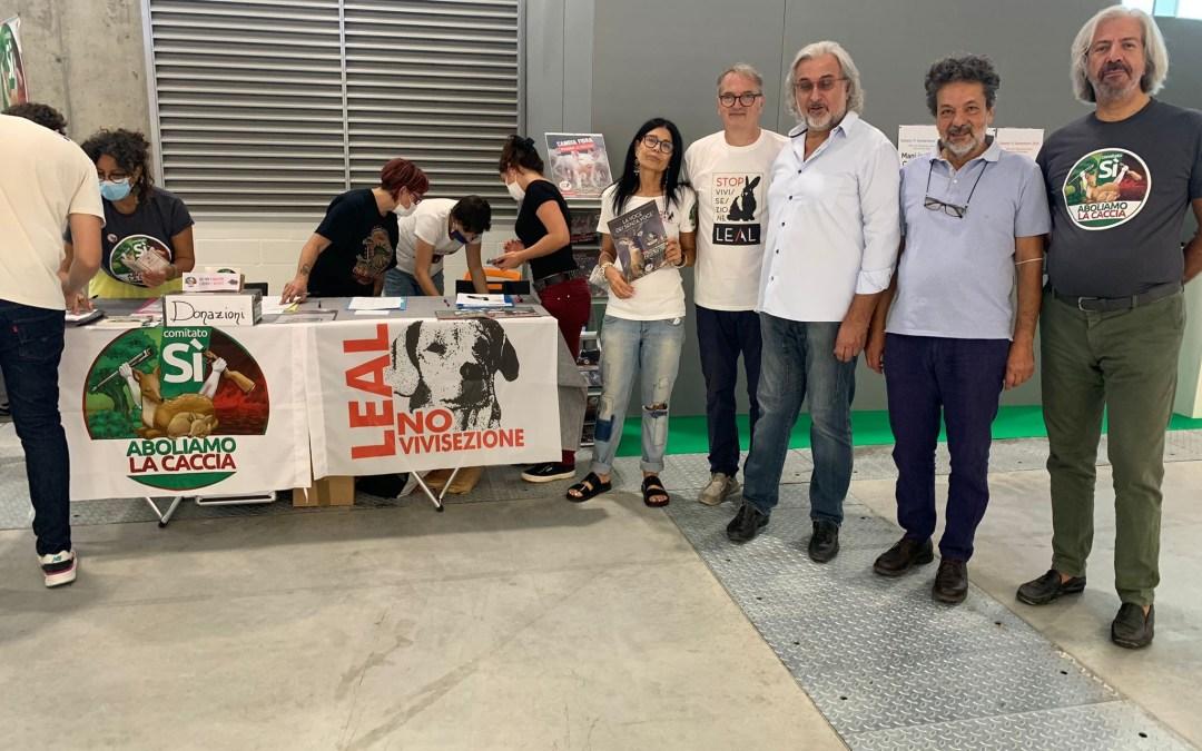 LEAL IN FIERA AL SANA DI BOLOGNA PER RACCOGLIERE LE FIRME CONTRO LA CACCIA!