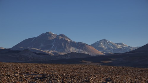 Volcanes y amanecer