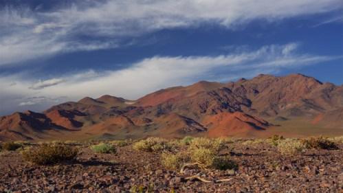 Cerros pintados y nubes