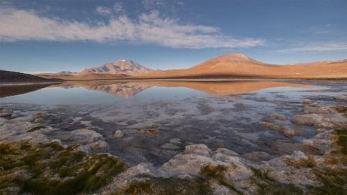 Volcanes, laguna y amanecer