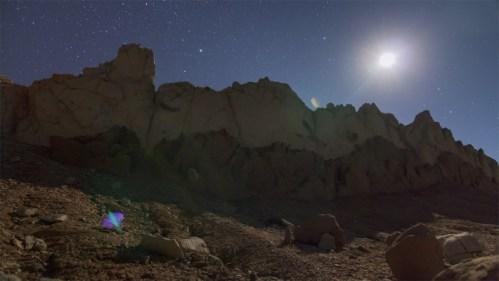 Formaciones rocosas y luna