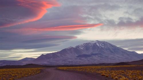 Volcán y lenticulares