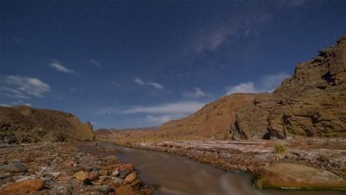 Vía Láctea y río