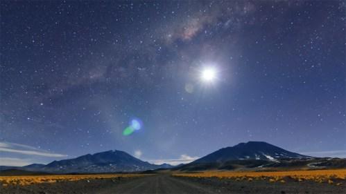 Vía Láctea, volcanes y luna