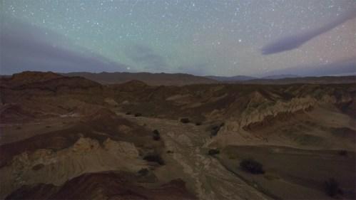 Estrellas, airglow y montañas