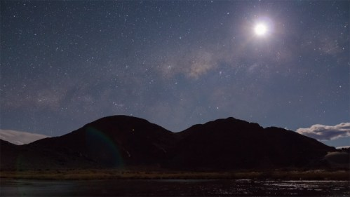 Luna, Vía Láctea y montaña