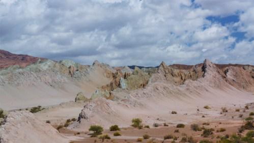 Formaciones rocosas y nubes