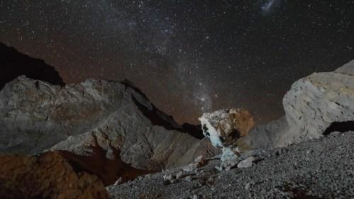 Formaciones rocosas, Vía Láctea y tormenta