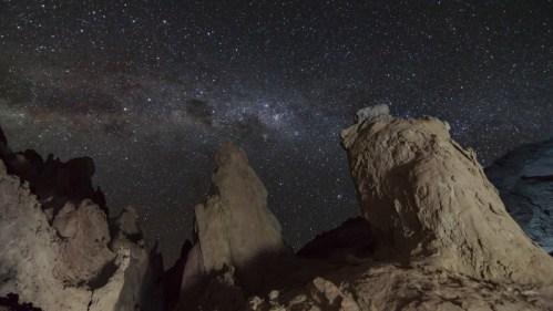 Formaciones rocosas y Vía Láctea