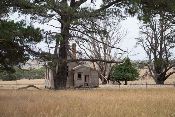 emu-flats-schoolhouse-abandoned-raw