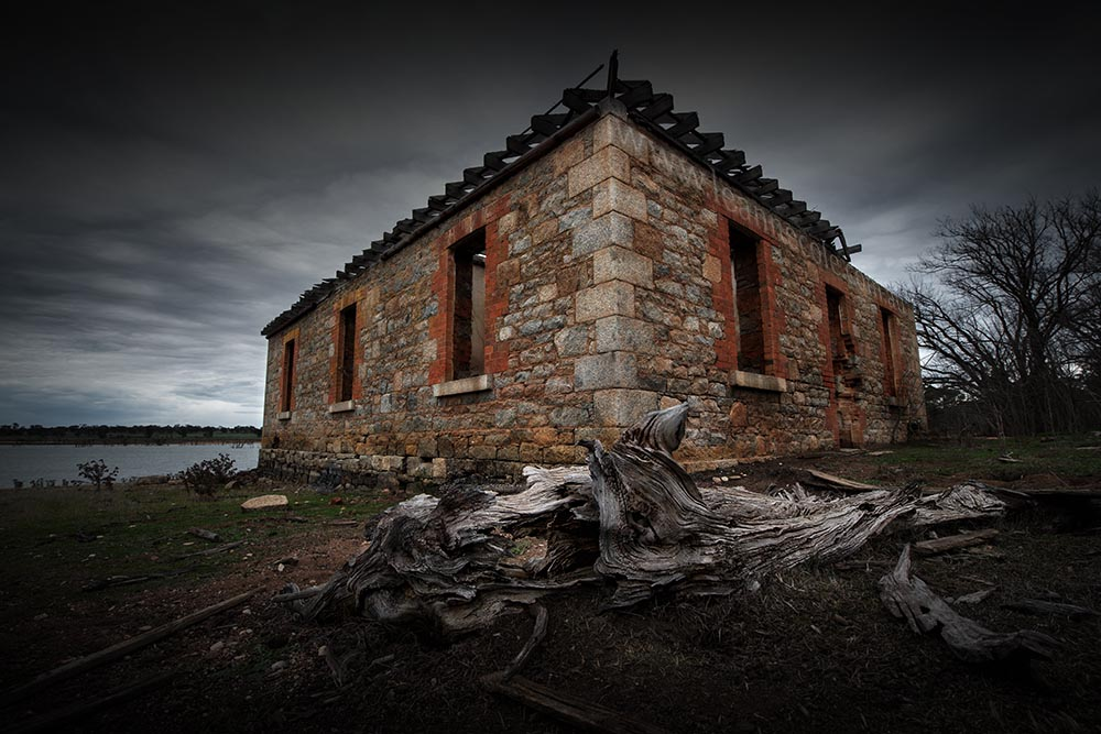 old-abandoned-house-reservoir-newstead