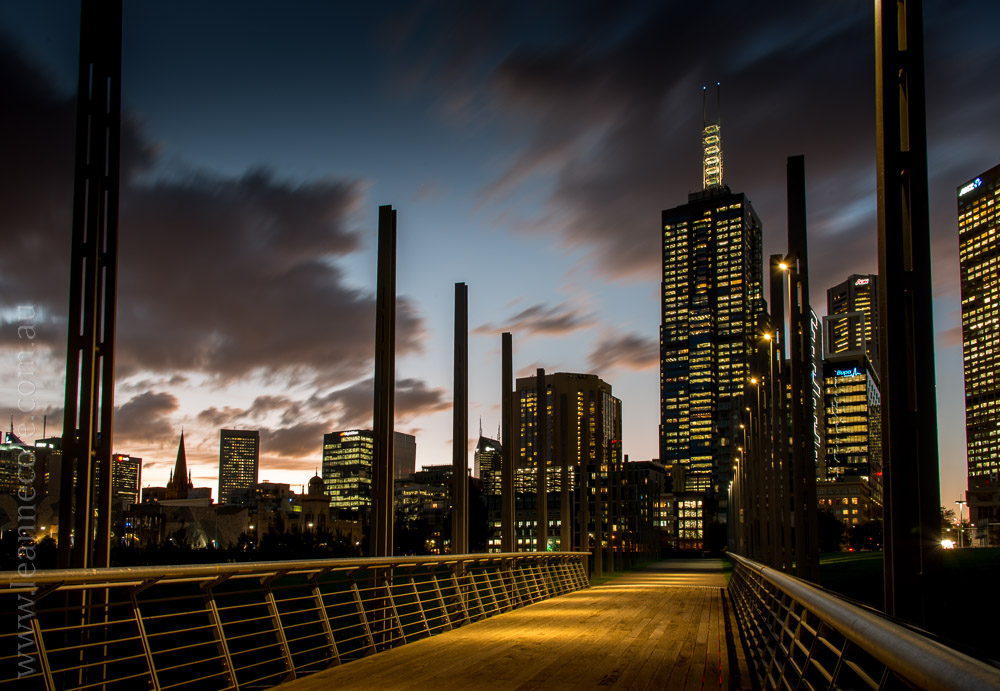 Melbourne-night-sunset-birrarungmar-traffic-5810