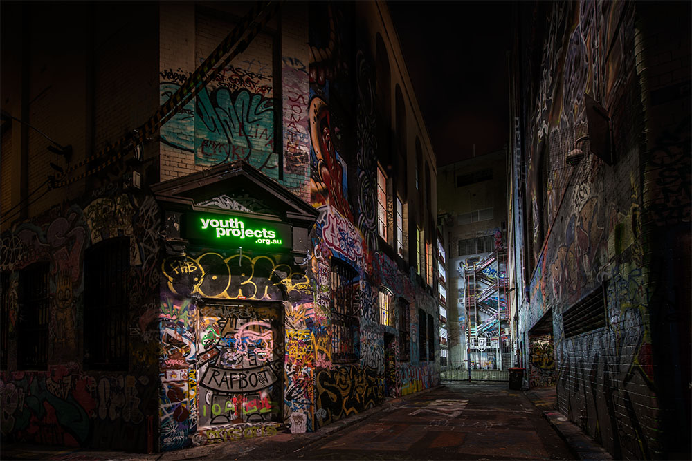 hosier-lane-melbourne-graffiti-night