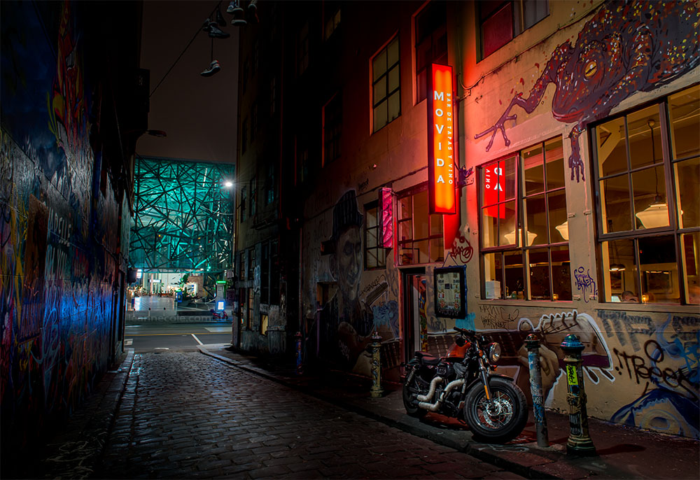 hosier-lane-night-federationsquare-melbourne