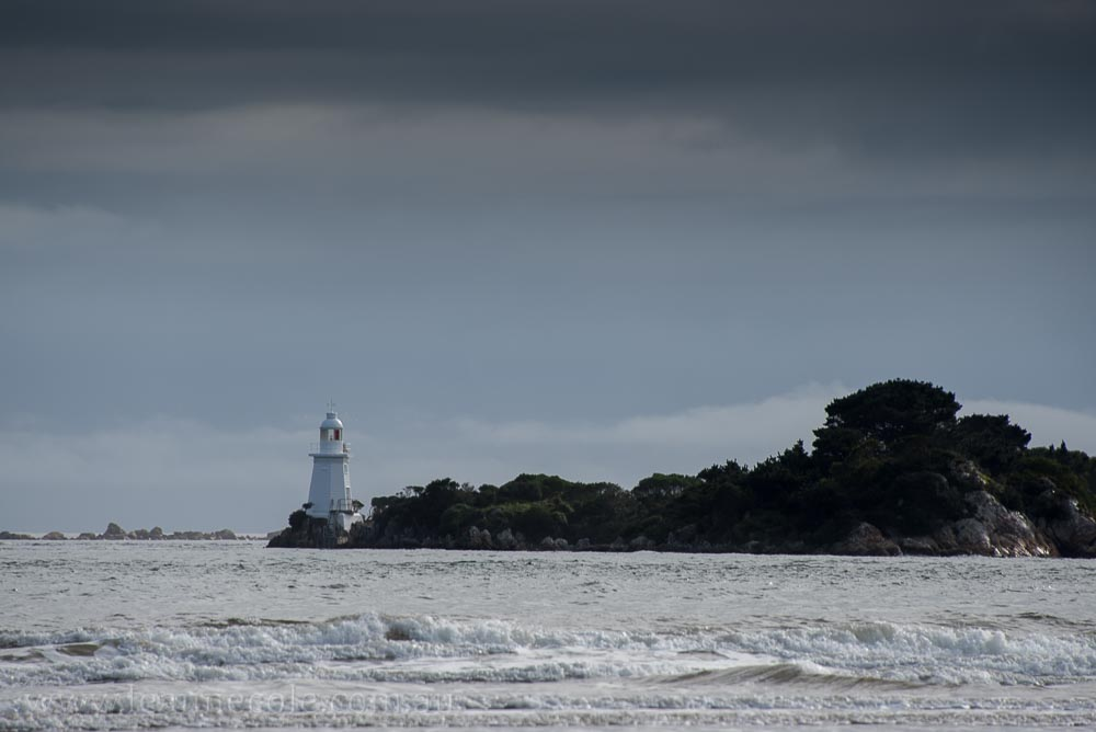 strahan-tasmania-boats-harbour-lighthouse-2711