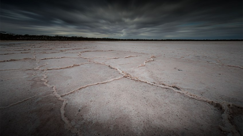 pink-lakes-dry-salt-mallee