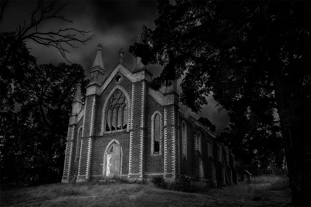 tarnagulla-wesley-church-monochrome-abandoned