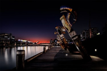 queensbridge-sculptures-yarrariver-sunset-melbourne