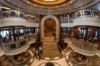 queen-victoria-docked-melbourne-8401