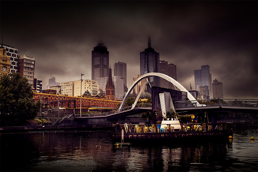 melbourne-raining-evenwalker-bridge-yarrariver