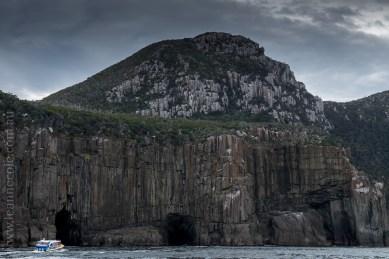 tasmanisland-cruise-pennicott-tasmania-cliffs-9389