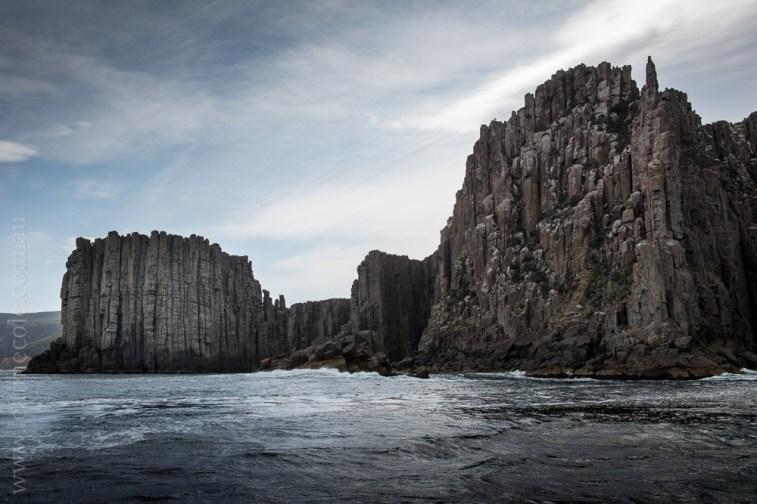 tasmanisland-cruise-pennicott-tasmania-cliffs-9504