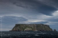 tasmanisland-cruise-pennicott-tasmania-cliffs-9604