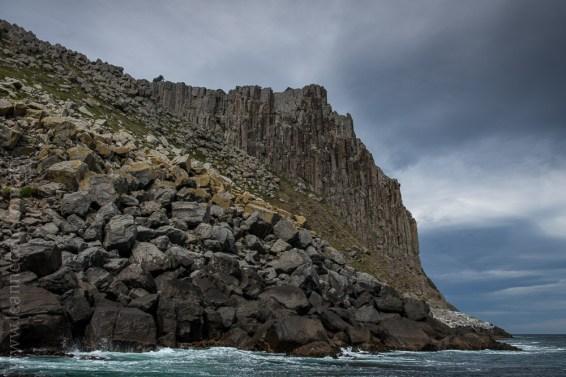tasmanisland-cruise-pennicott-tasmania-cliffs-9654