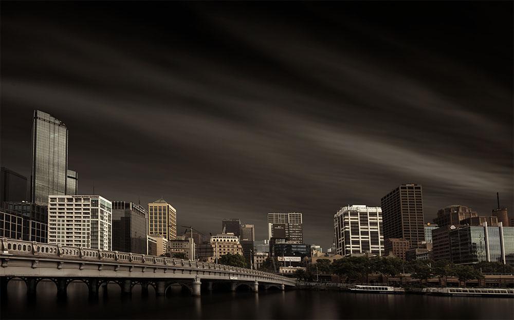 long-exposure-cityscape-melbourne-yarrariver
