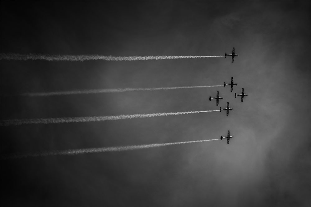 planes-flying-formation-hobart-monochrome