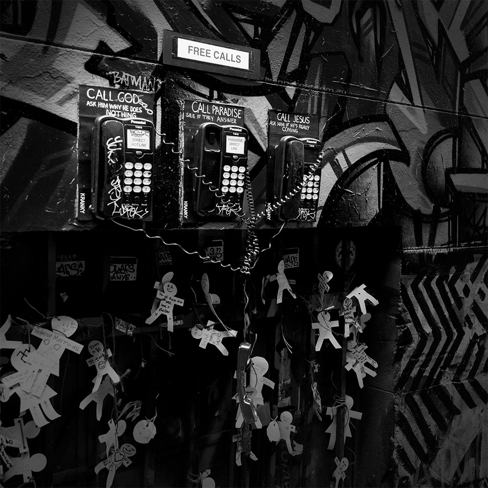 monochrome-telephone-theme-graffiti