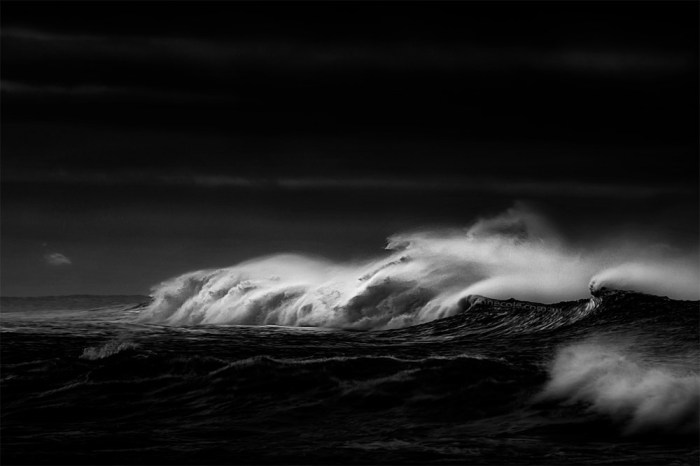 apollo-bay-waves-beach-monochrome-4151