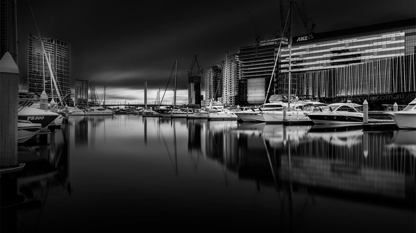 docklands-quiet-longexposure-boats-melbourne-monochrome