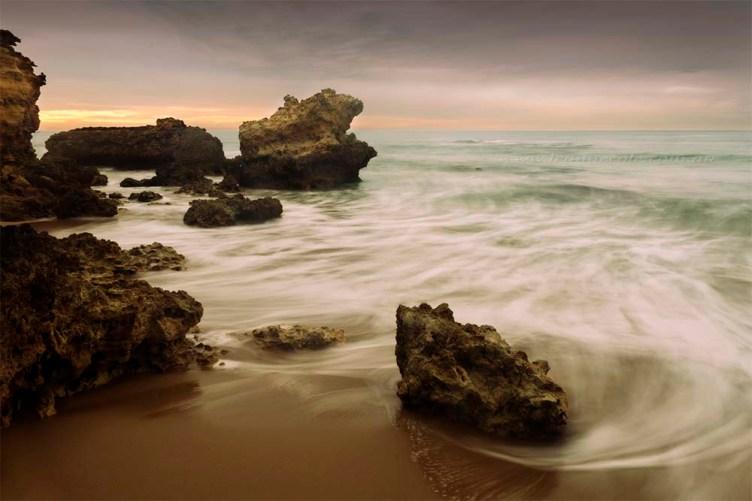 beach-rocks-sunrise-janjuc