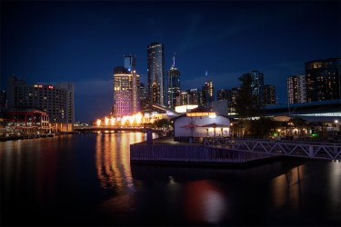 melbourne-night-gasfires-lights-yarrariver