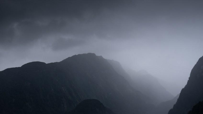 doubtfulsound-weather-waterfalls-newzealand-boat-0605