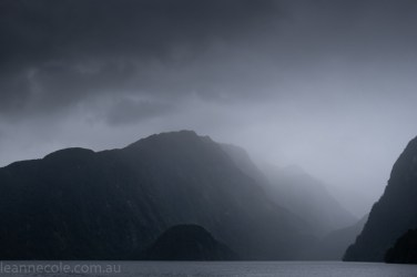 doubtfulsound-weather-waterfalls-newzealand-boat-0605