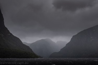 doubtfulsound-weather-waterfalls-newzealand-boat-0618