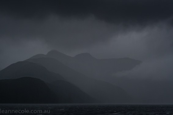 doubtfulsound-weather-waterfalls-newzealand-boat-0696