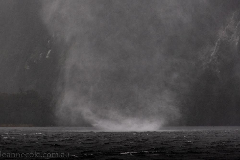 doubtfulsound-weather-waterfalls-newzealand-boat-0720
