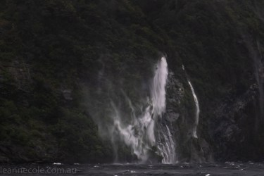 doubtfulsound-weather-waterfalls-newzealand-boat-0736