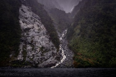 doubtfulsound-weather-waterfalls-newzealand-boat-0770
