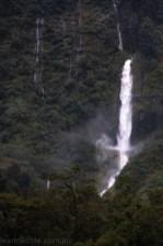 doubtfulsound-weather-waterfalls-newzealand-boat-0856